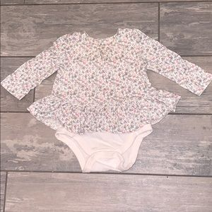 Baby Gap 6-12 months Floral Ruffle Top 💐